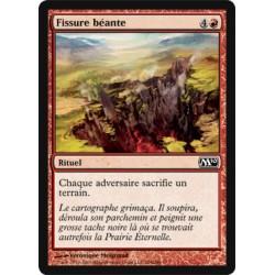 Rouge - Fissure béante (C) [M10] (FOIL)