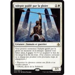 Blanche - Adepte guidé par la gloire (R) [AKH] FOIL
